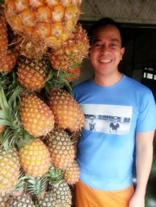 sporting my nengkoy shirt. di ko pa napang simba yan!