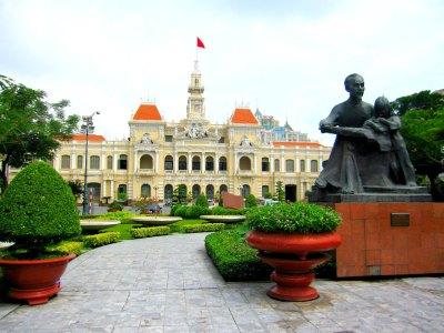 saigon city hall... i love this shot!!!