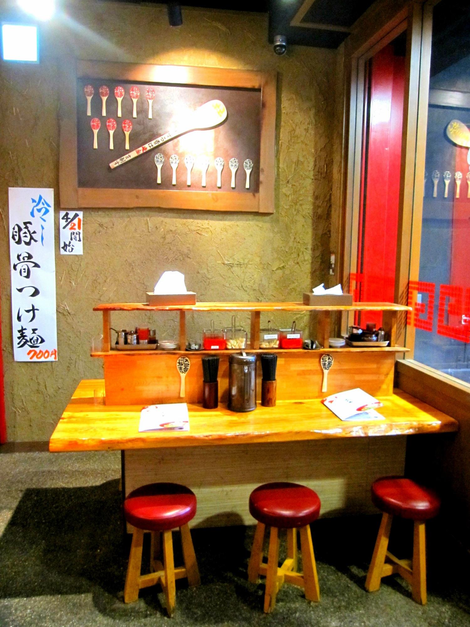 Restaurants nengkoy for Distinctive interior designs