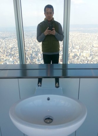 picture muna.  the reflection of the view on the mirror makes me dizzy...