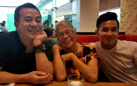 3 generations: neil, nengkoy and my nephew gabby, a millennial who I guess has not yet sent a letter via classic postal mode