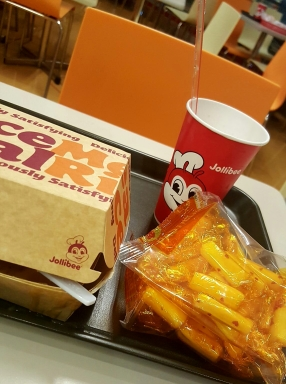 i craved for jollbee, i am so pinoy!
