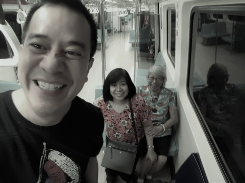 neil, ngkoy & gaying at taipei train